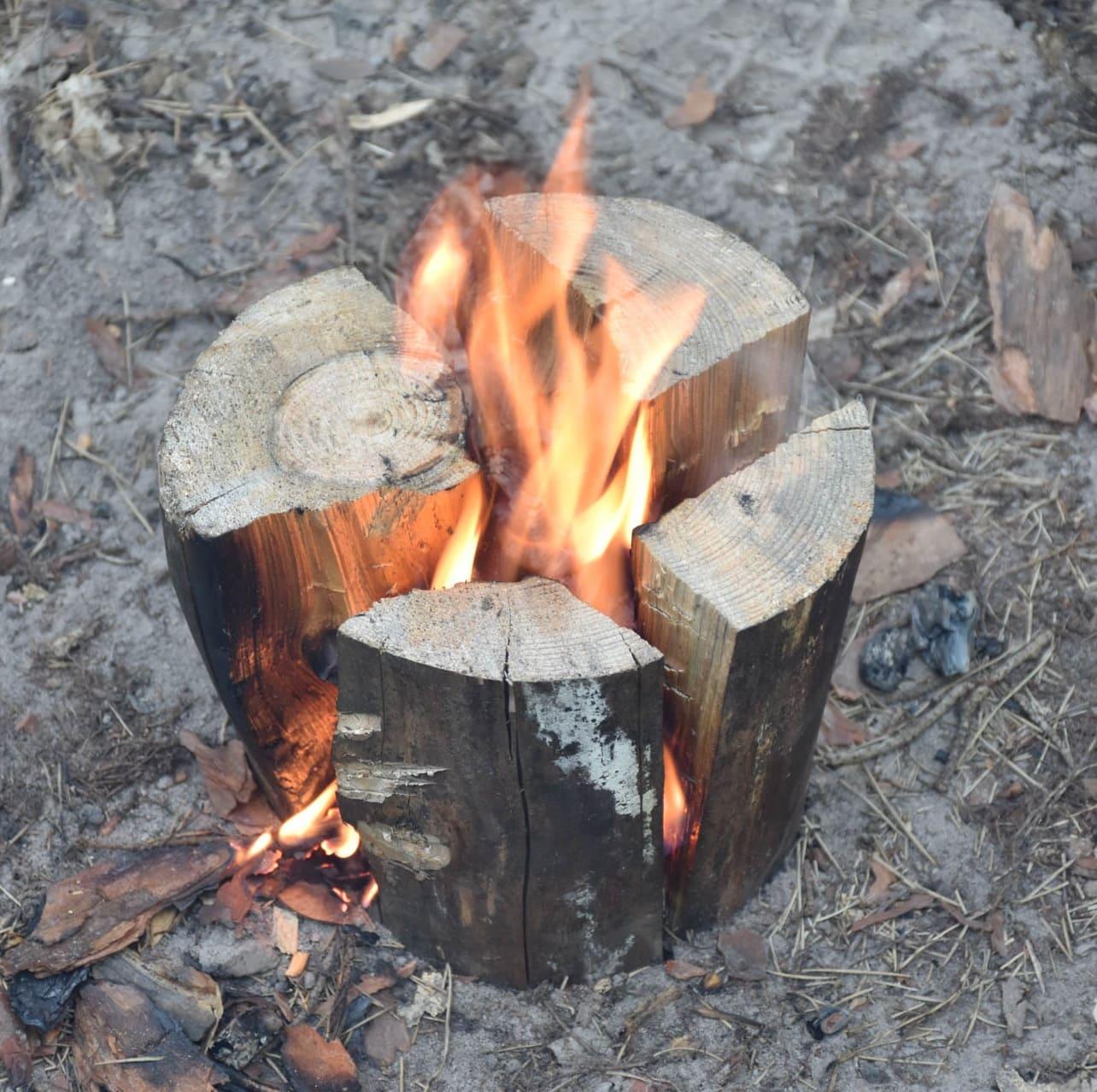 Финская свеча из расколотого бревна