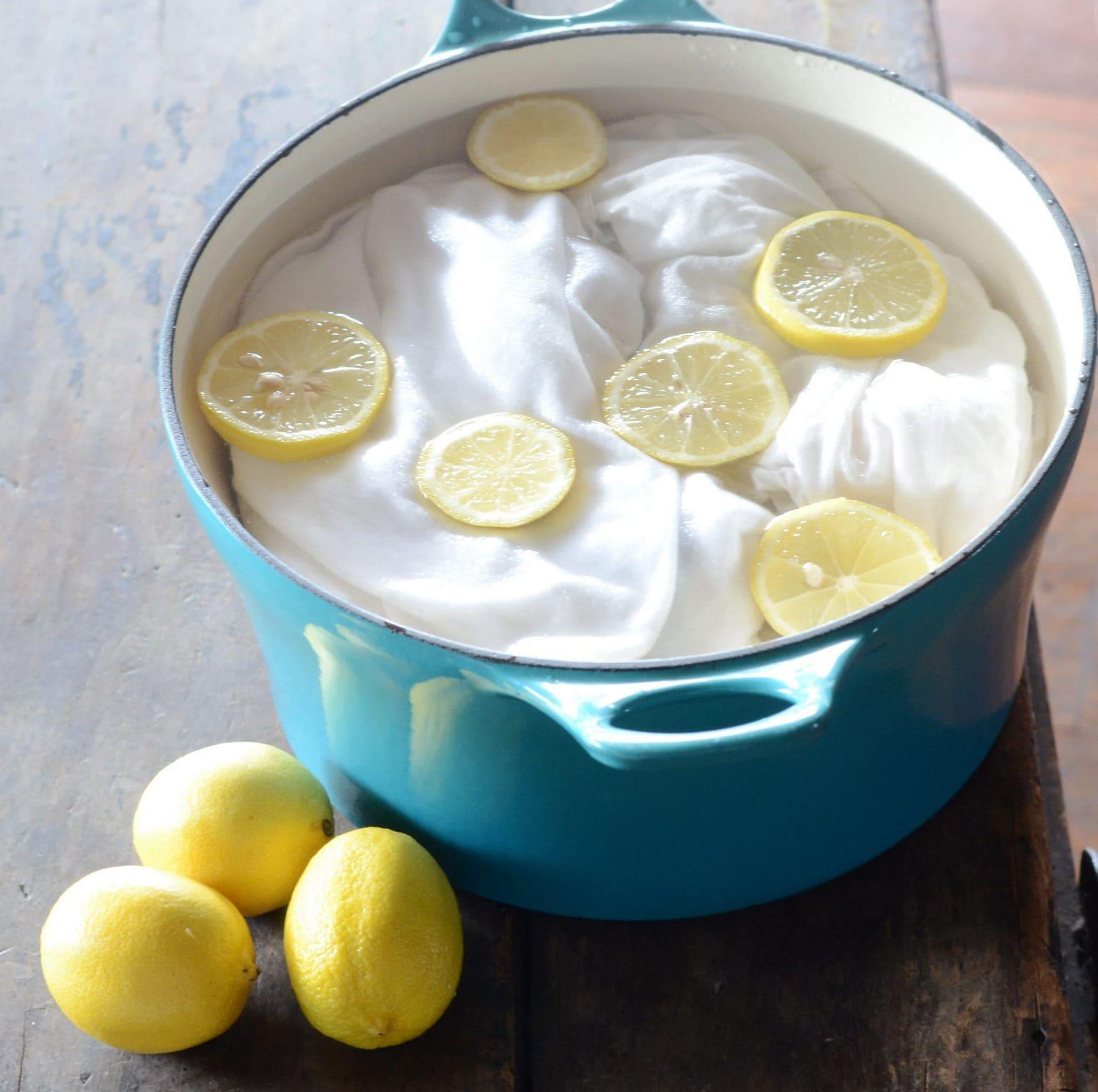 С помощью лимона