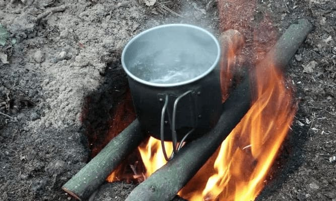 Кипячение воды на костре