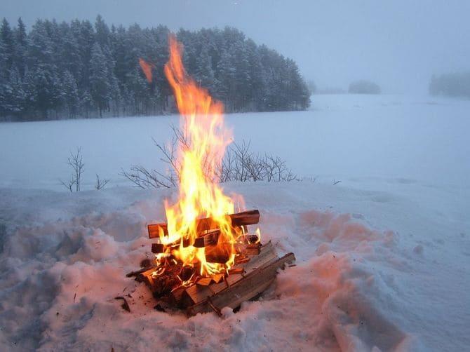 Зимой на белом фоне желательно найти материалы, которые будут гореть с черным дымом