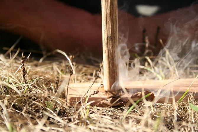 Наиболее подходящий вариант для леса, где всегда можно найти трут и сухую трааву