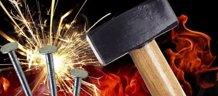 Добыча огня с помощью гвоздя и молотка