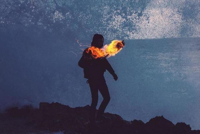 Минус факела - в отличие от костра он менее заметен