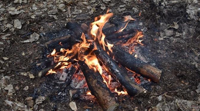 В стартовом костре необходимо постоянно поддерживать огонь