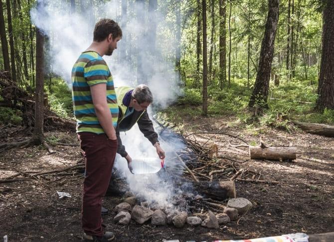 В теплое время огонь можно потушить водой