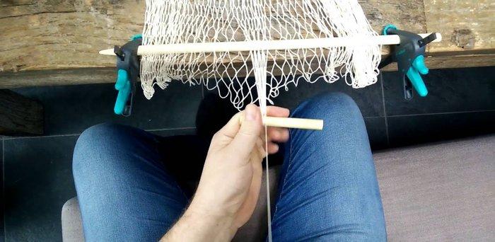 Плетение на станке требует определенных навыков
