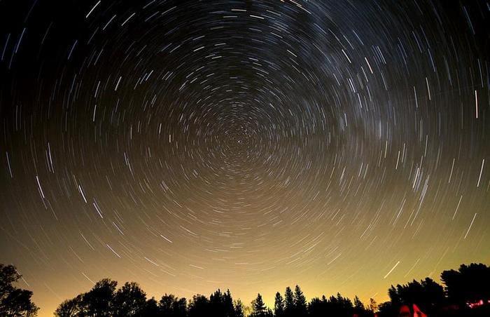 Полярная звезда не меняет своего положения на небе