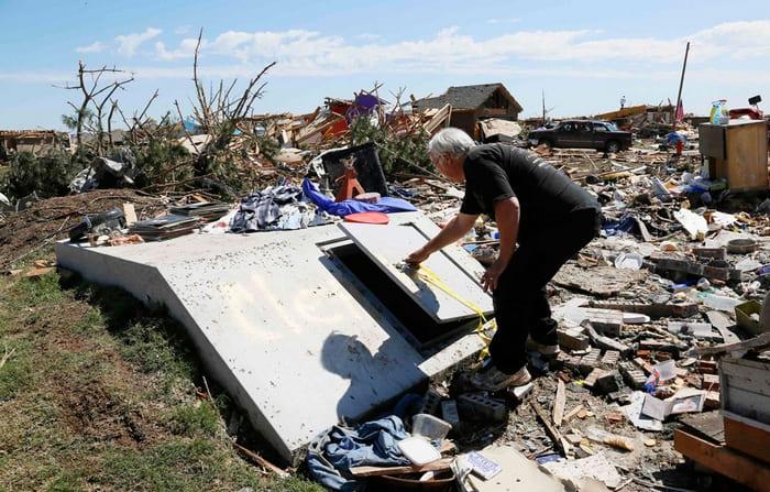 Спасение от урагана в подвале