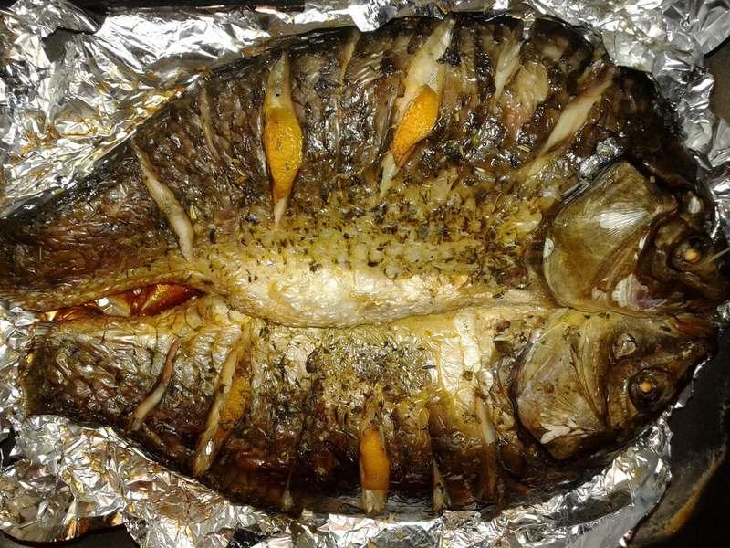 Фаршированный лещ на мангале - блюдо не только аппетитное и сытное, но и полезное для здоровья