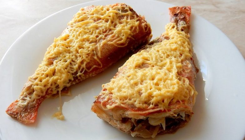 Морской окунь, фаршированный грибами с сыром - вкусное блюдо, приготовленное на гриле