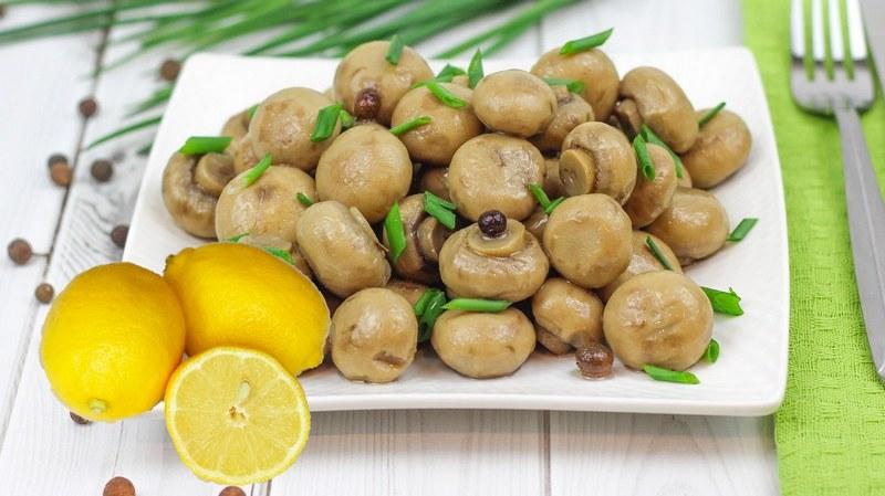 Необычное сочетание грибов с лимонным соком и травами способно приятно удивить самых опытных гурманов