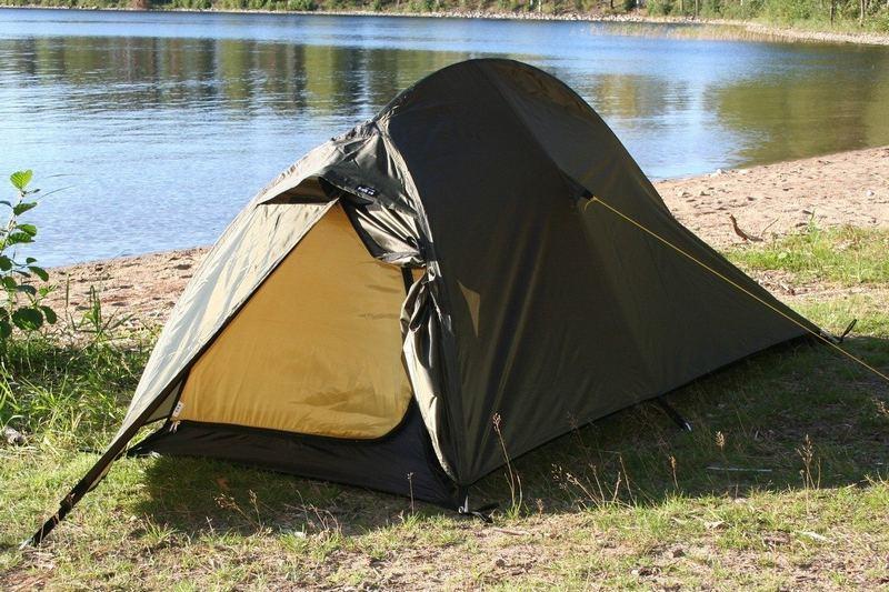 Палатка для туристического похода должна быть водонепроницаемой и легкой