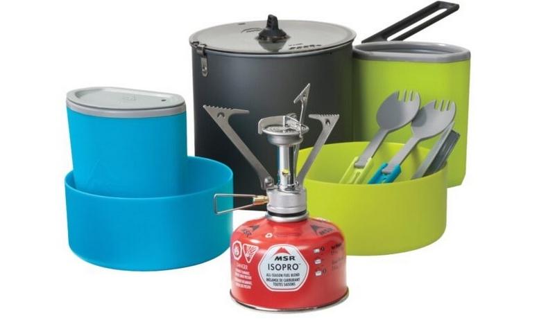 Походную посуду из нержавеющей стали следует уложить в небольшой котелок