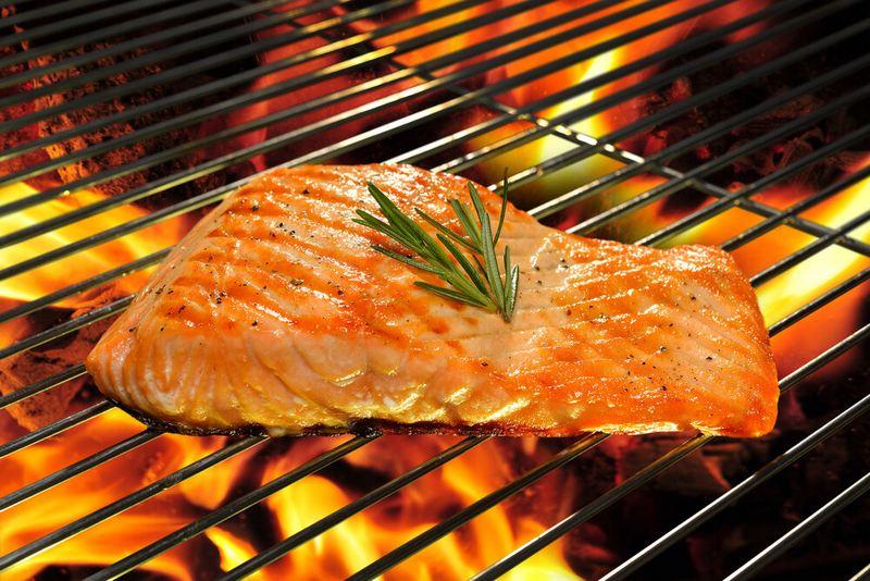 Рыба прилипает к решетке из-за недостаточно горячего мангала