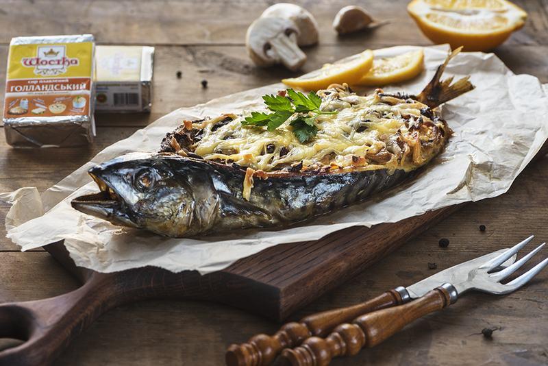 Скумбрия с грибами и сыром, запеченная на мангале - отличная альтернатива классическому шашлыку