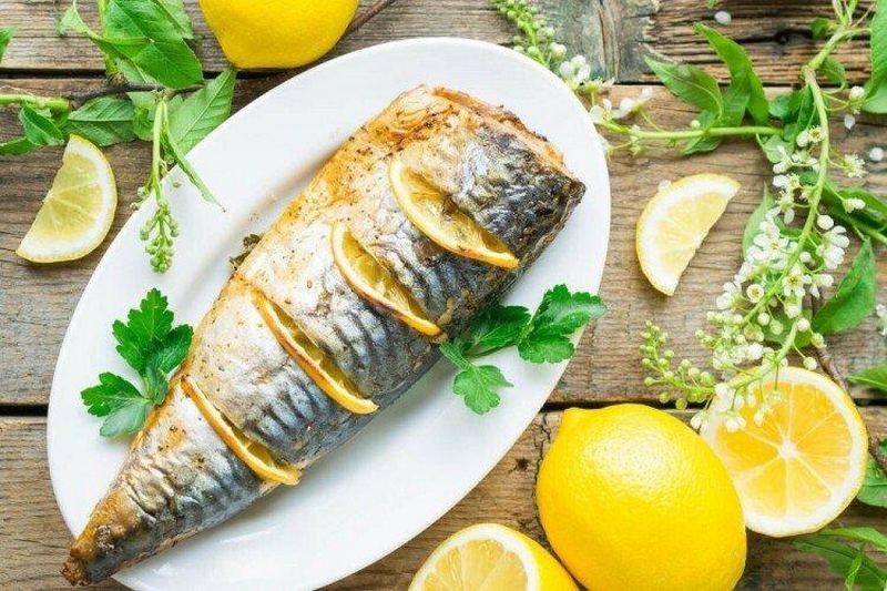 Скумбрия с лимоном и зеленью - дно из самых простых, доступных, но в то же время изысканных блюд