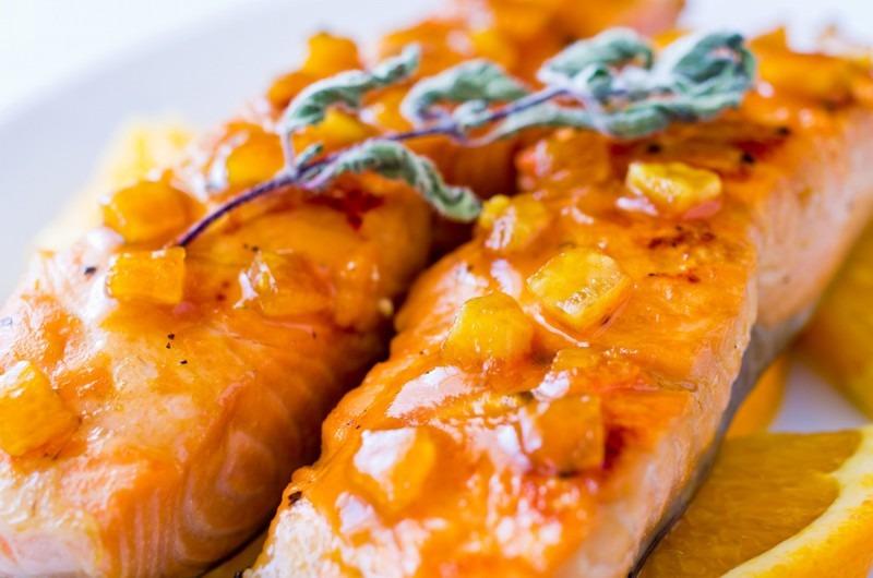 Сом в апельсиновом соусе - невероятно нежное и легкое блюдо