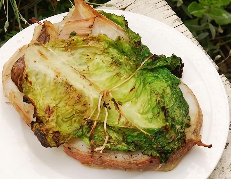 Стейки морского окуня с савойской капустой - оригинальное блюдо