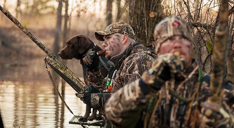 Цель охоты с манком - привлечь, пролетающих на большом расстоянии, уток к расставленным чучелам