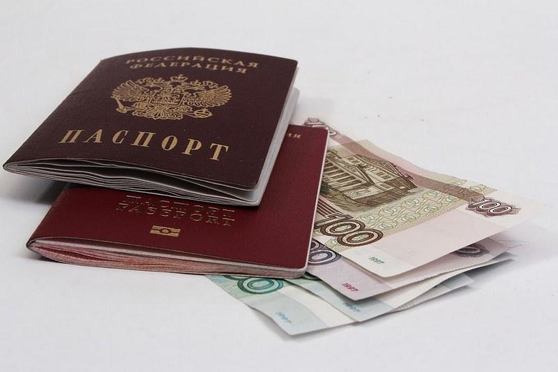 В продолжительном путешествии обязательно понадобятся деньги и документы