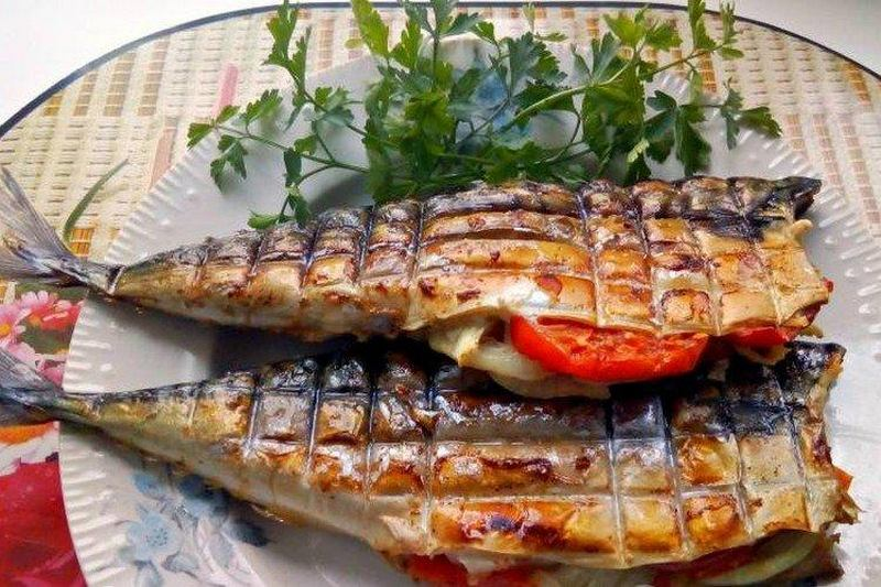 Запеченная рыба с помидорами - классическое и самое простое блюдо