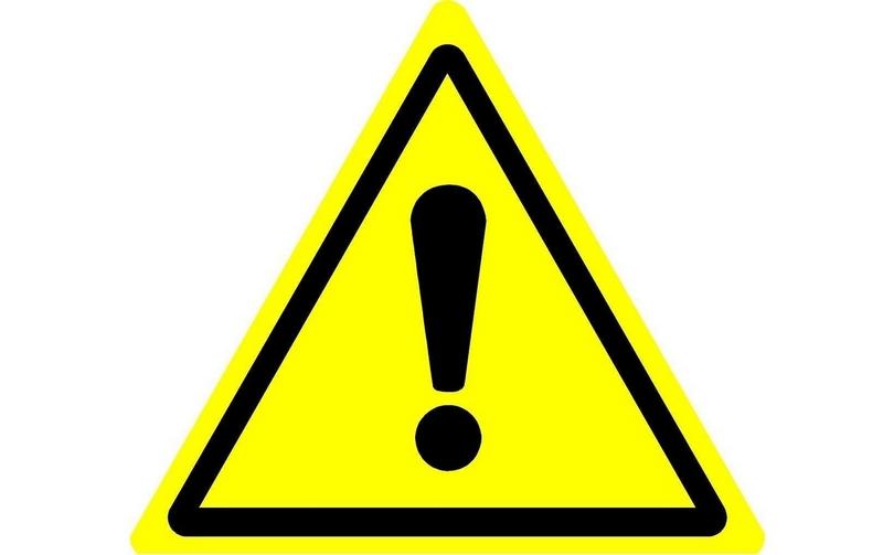 Знак под названием «Опасность» выполнен в виде желтого треугольника с черным изображением