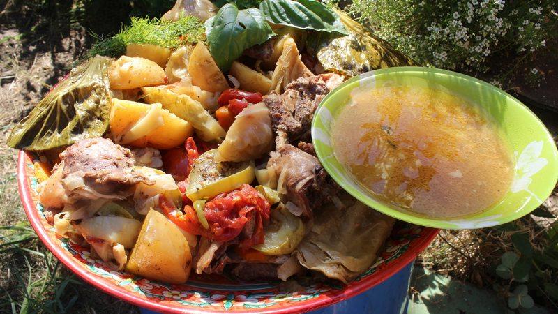 Басма – это блюдо узбекской кухни, которое можно приготовить в казане на костре из большого количества мяса и овощей