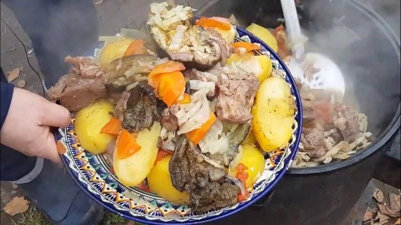Басма узбекская в казане - это блюдо среднеазиатской кухни с неповторимым вкусом и ароматом