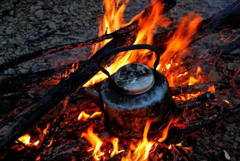 Чай на костре – это символ туристической романтики