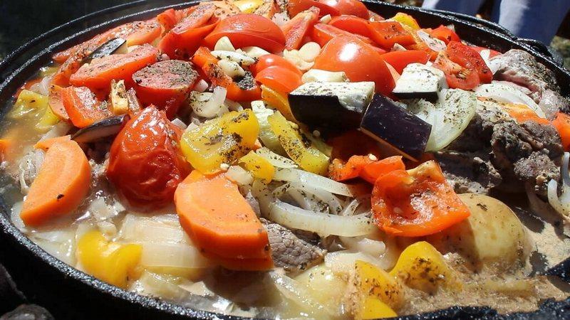 Хашлама из говядины на пиве по-армянски непередаваемо вкусное угощение, которое готовится на открытом огне