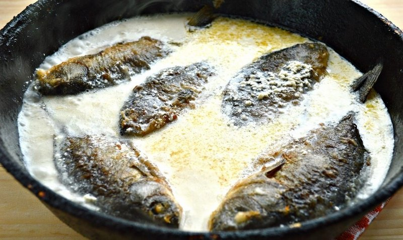 Караси в сметанном соусе - это простое блюдо всегда получается очень красивым и вкусным