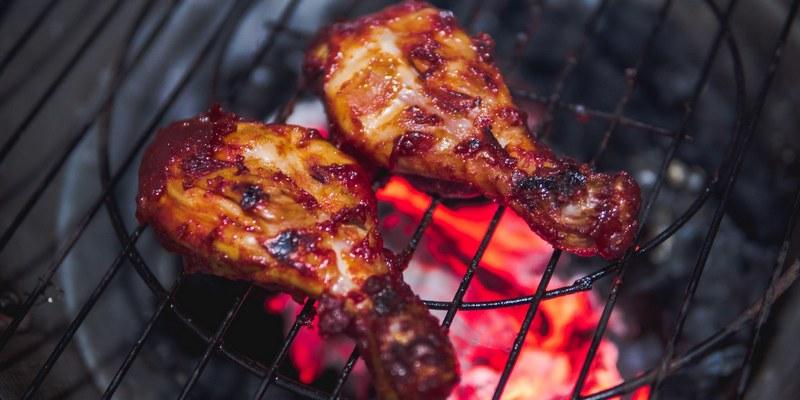 Куриные ножки в ароматном маринаде готовятся быстро, выглядят потрясающе и получаются очень вкусными