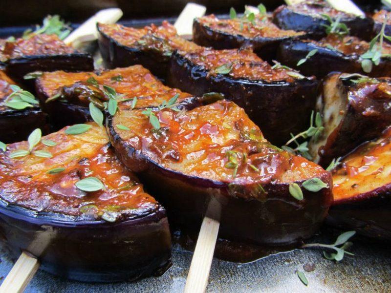 Лодочки из баклажанов - это отличное как повседневное, так и праздничное блюдо