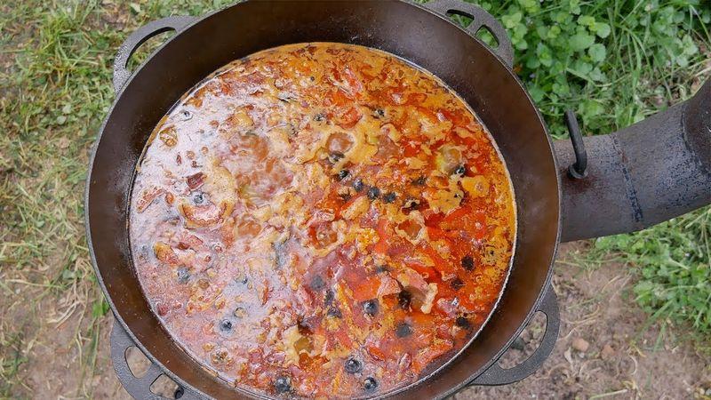 Мясная солянка с почками - это идеальное блюдо для приготовления на костре