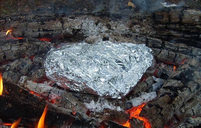 Мясо, запеченное в фольге, получится не только очень вкусным, но еще и сохранит максимум полезных веществ