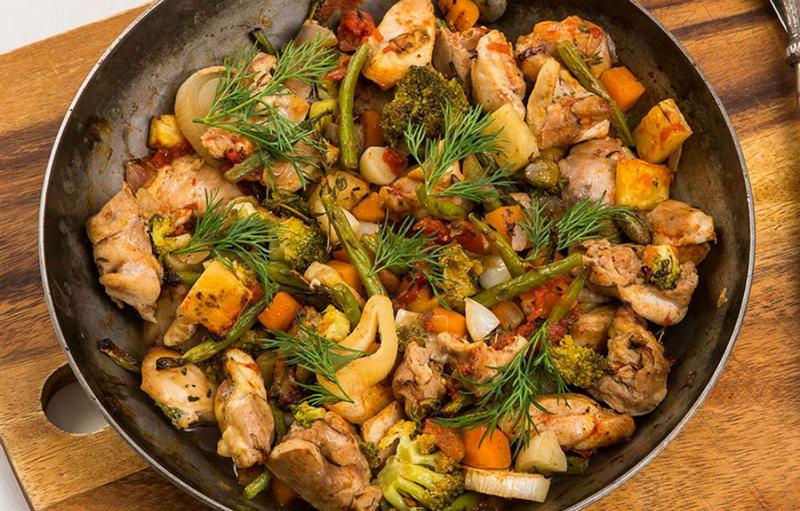 Поджарка из свинины с овощами и картофелем по-деревенски - вкуснейшее горячее блюдо, приготовленное в казане