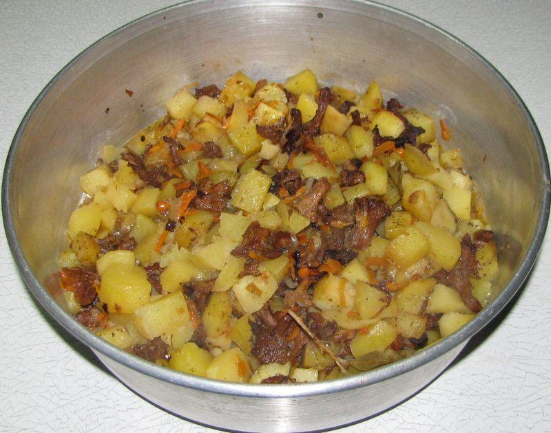 Приготовить грибы с картофелем и луком очень просто, для этого даже не потребуется много ингредиентов