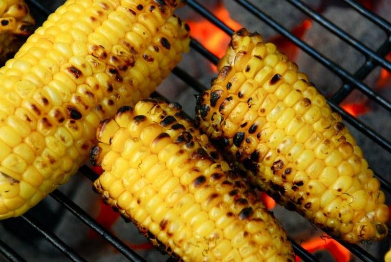 Приготовить вкусную кукурузу на костре очень просто