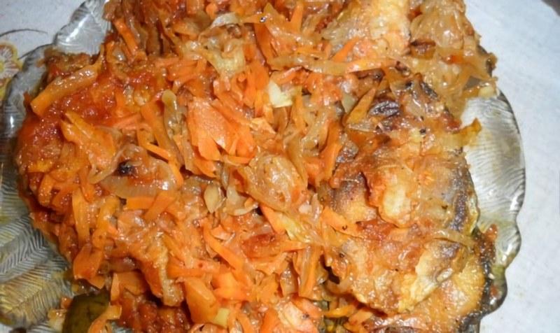 Рыба по-казачьи станет отличным угощением для активного семейного отдыха в лесу