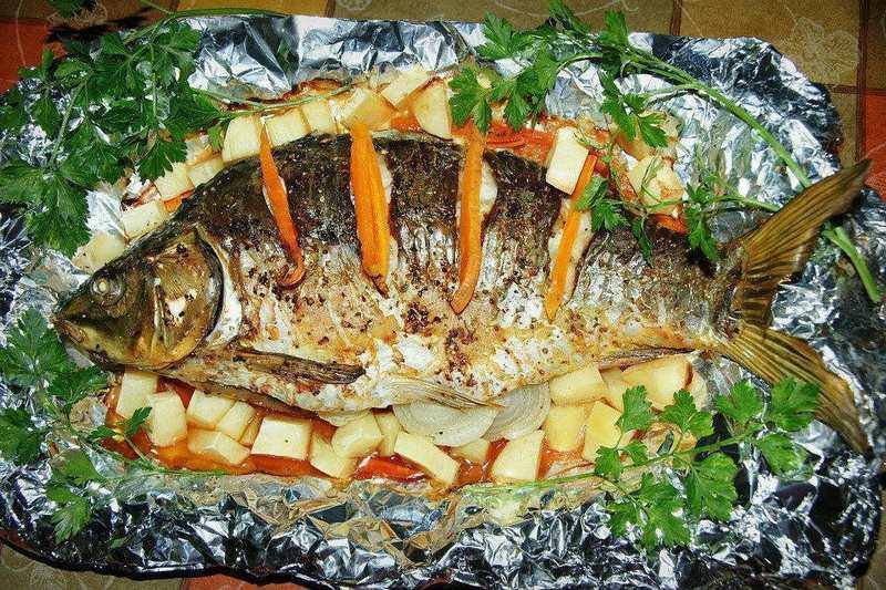 Рыба с луком и морковью отличается не только вкусом, но и питательностью