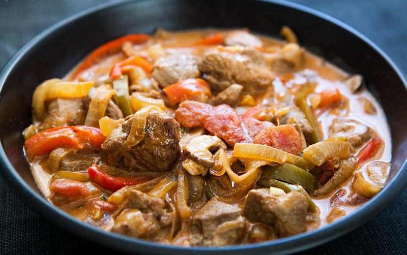 Сочная тушеная свинина с овощами - простой и доступный рецепт вкуснейшего кушанья
