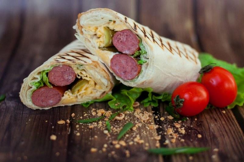 Сосиски в лаваше - быстрое и простое в приготовлении кушанье