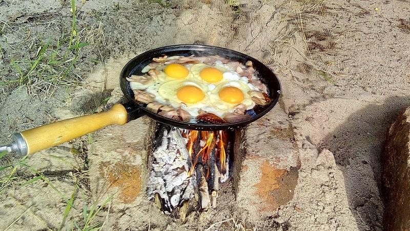 Яичница на костре - вкусное , сытное и ароматное блюдо